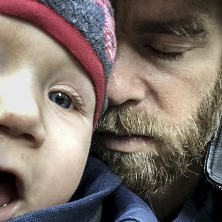 Selbstporträt von Björn Schwentker, Vater und Fotograf (mit Sohn)